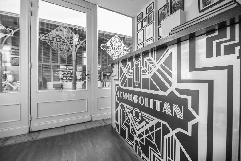 Cosmopolitan tattoo Bayonne - Comptoir d'accueil
